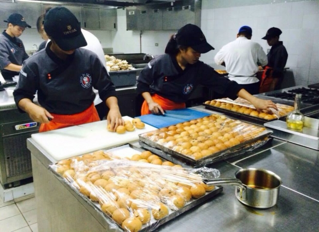 Our scholars from Tuloy Foundation assist Chef Enting Lobaton