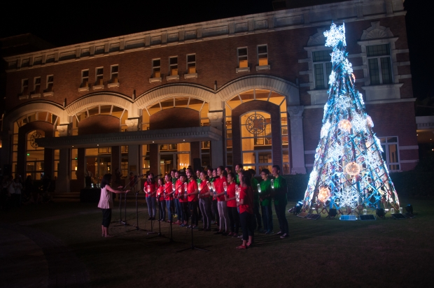 Enderun Colleges' At First Light, Christmas tree lighting ceremony was held on 26 November 2015 at the Enderun Courtyard. Tuloy Foundation's choir performed Christmas songs while holding Liter of Light bottles.