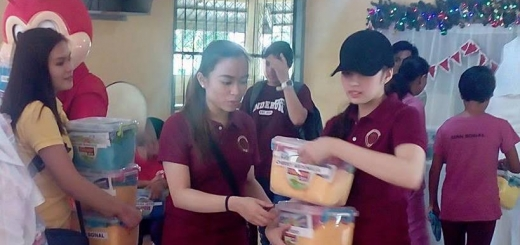 Shane Uy (center) leads in giving out the gifts