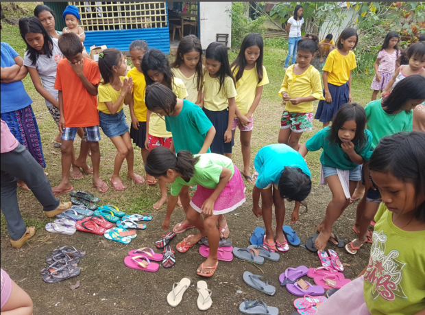 Children choosing their tsinelas.