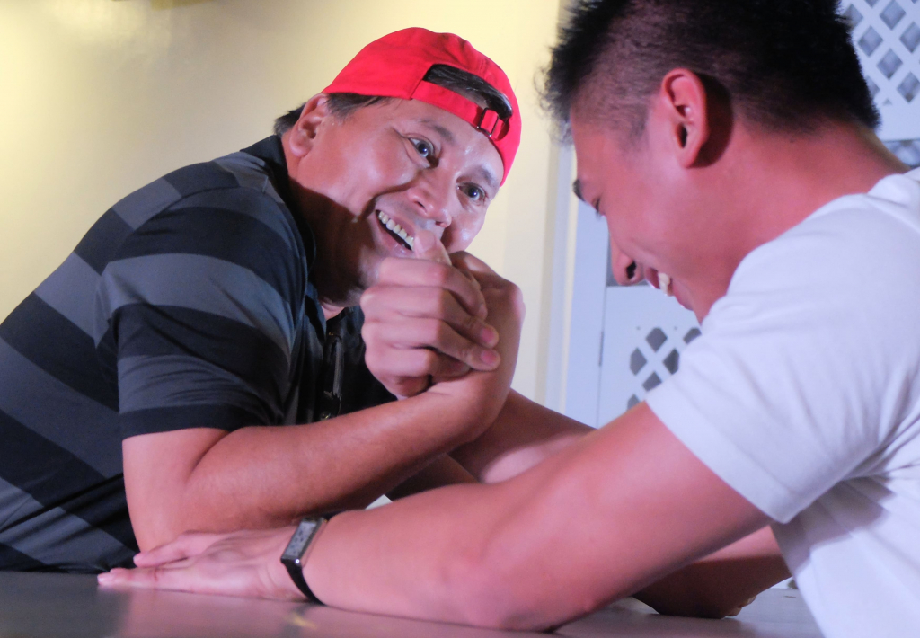 Ray arm wrestling (1)