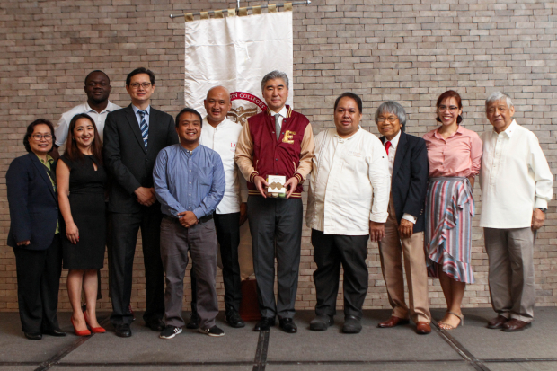 U.S. Ambassador to the Philippines Sung Kim together with the Enderun faculty