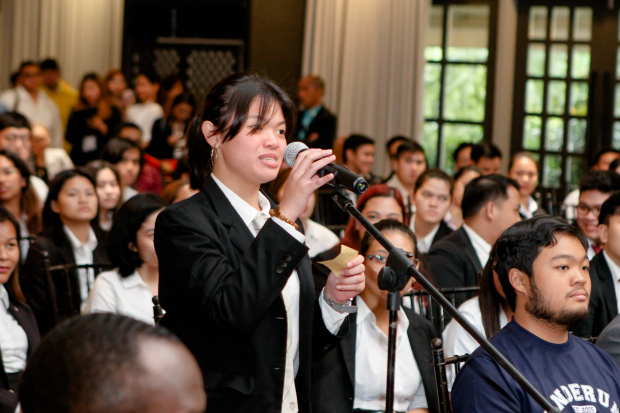 One of the Enderun students asking a question to Ambassador Kim