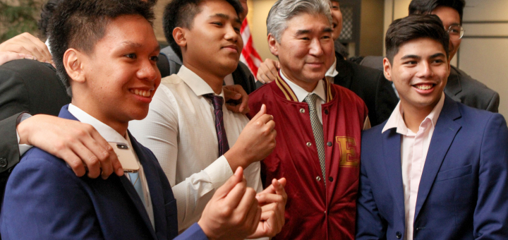 U.S. Ambassador to the Philippines Sung Kim joins Enderun students in a photo