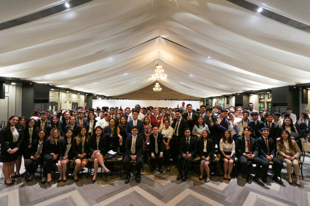 Enderun Colleges students together with U.S. Ambassador to the Philippines Sung Kim